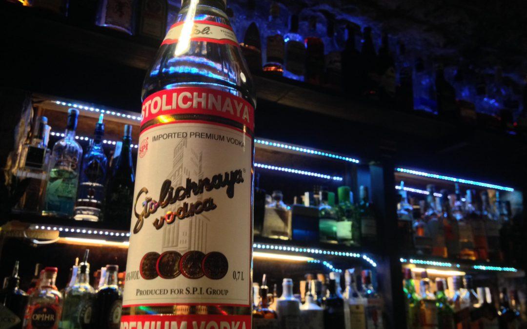 Stolichnaya: La Vodka rusa con 4 destilaciones